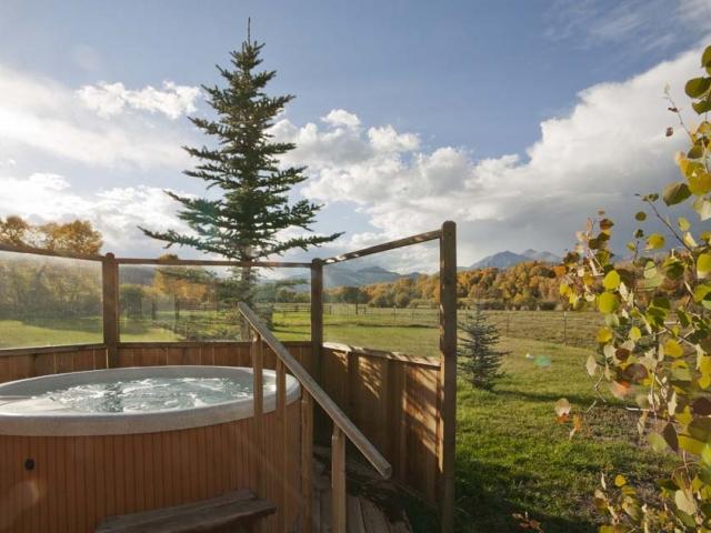 wagner-design-studio-mountain-cabin-teepee-residence-47